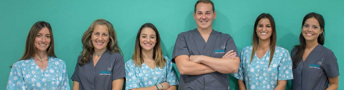Equipo de dentistas profesionales en Odóntica