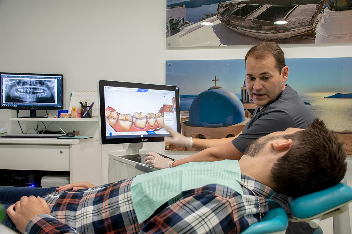Trato personal de confianza en clínica dental